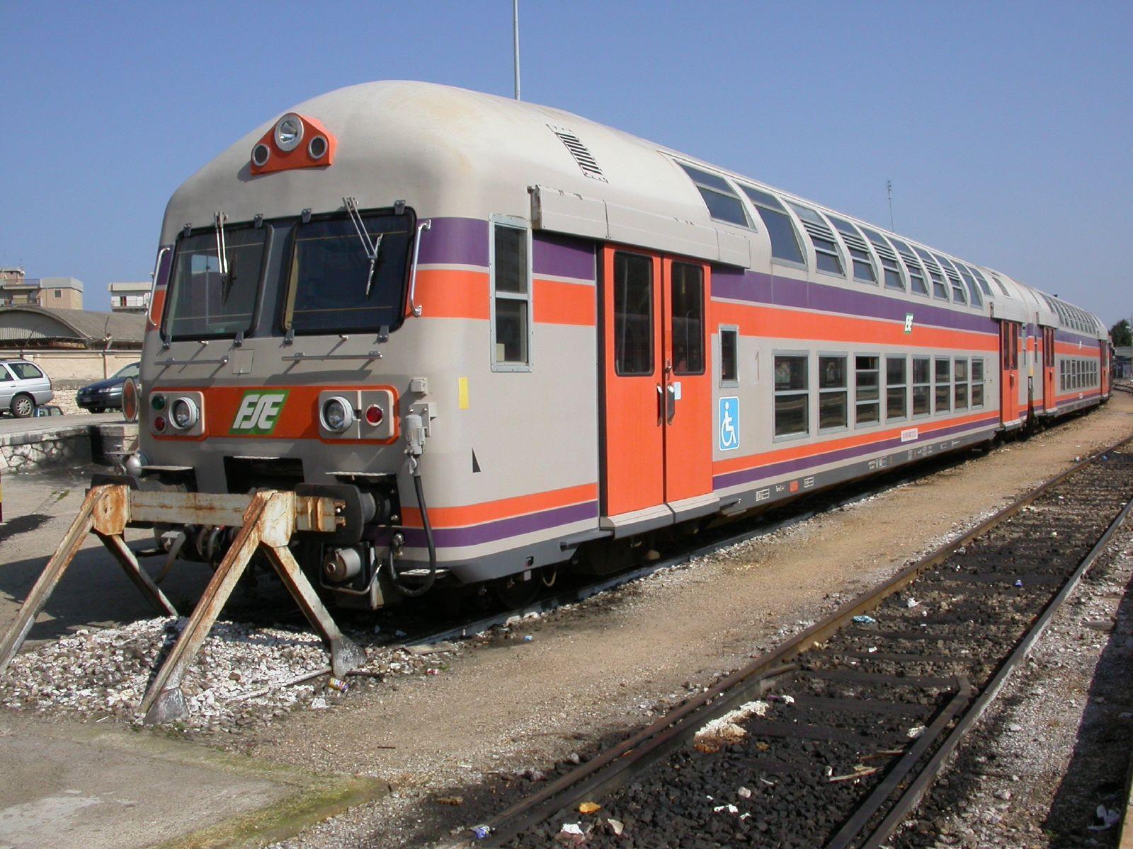 Il treno nella storia le carrozze a due piani prima for Piani di cabina 32x32